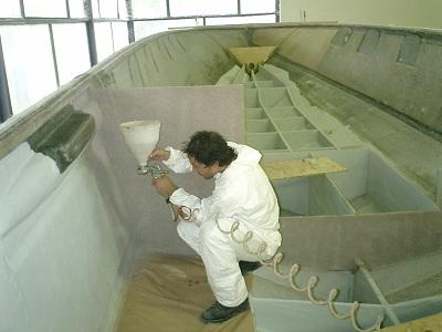 распыление пробкового покрытия на поверхность